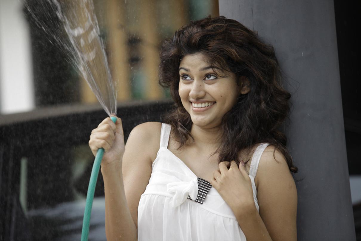 Actress Oviya Photo Stills From Vijaytv Bigboss House Exclusive 17