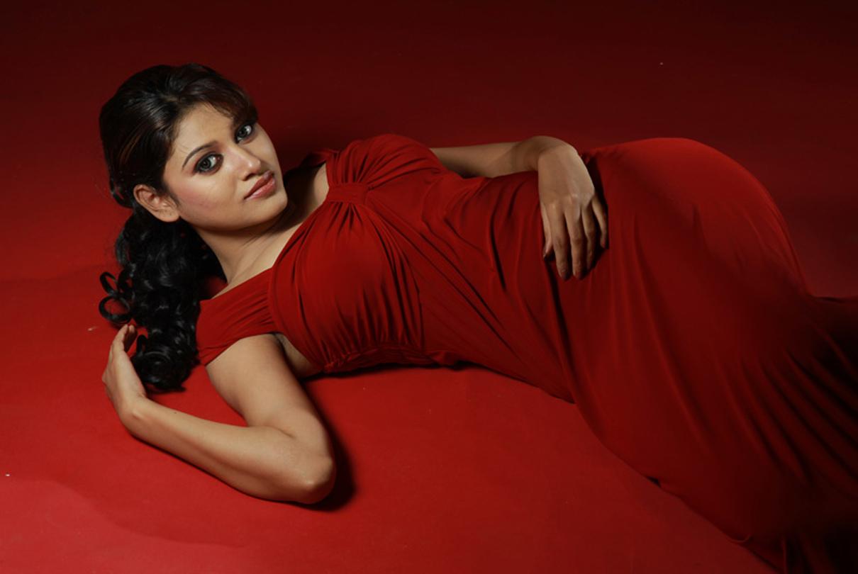 Actress Oviya Photo Stills From Vijaytv Bigboss House Exclusive 18