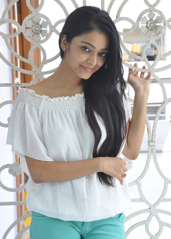 About Janani Iyer Actress Biography Detail Info