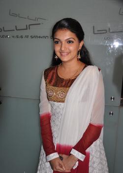 Saranya Mohan actress Photos