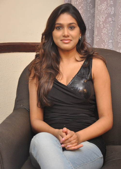 Manisha Yadav Tamil Actress Profile
