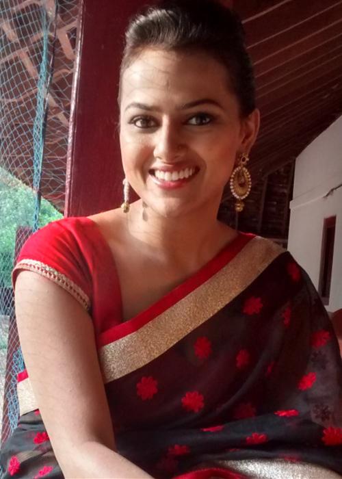 Shraddha Srinath Tamil Actress Profile