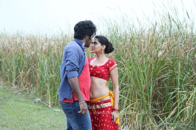 Aayirathi lIruvar Movie Stills | Photos | HD Images 3