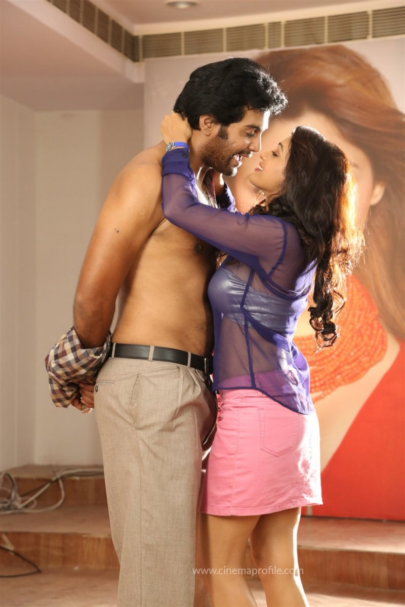 Aayirathi lIruvar Movie Stills | Photos | HD Images 2