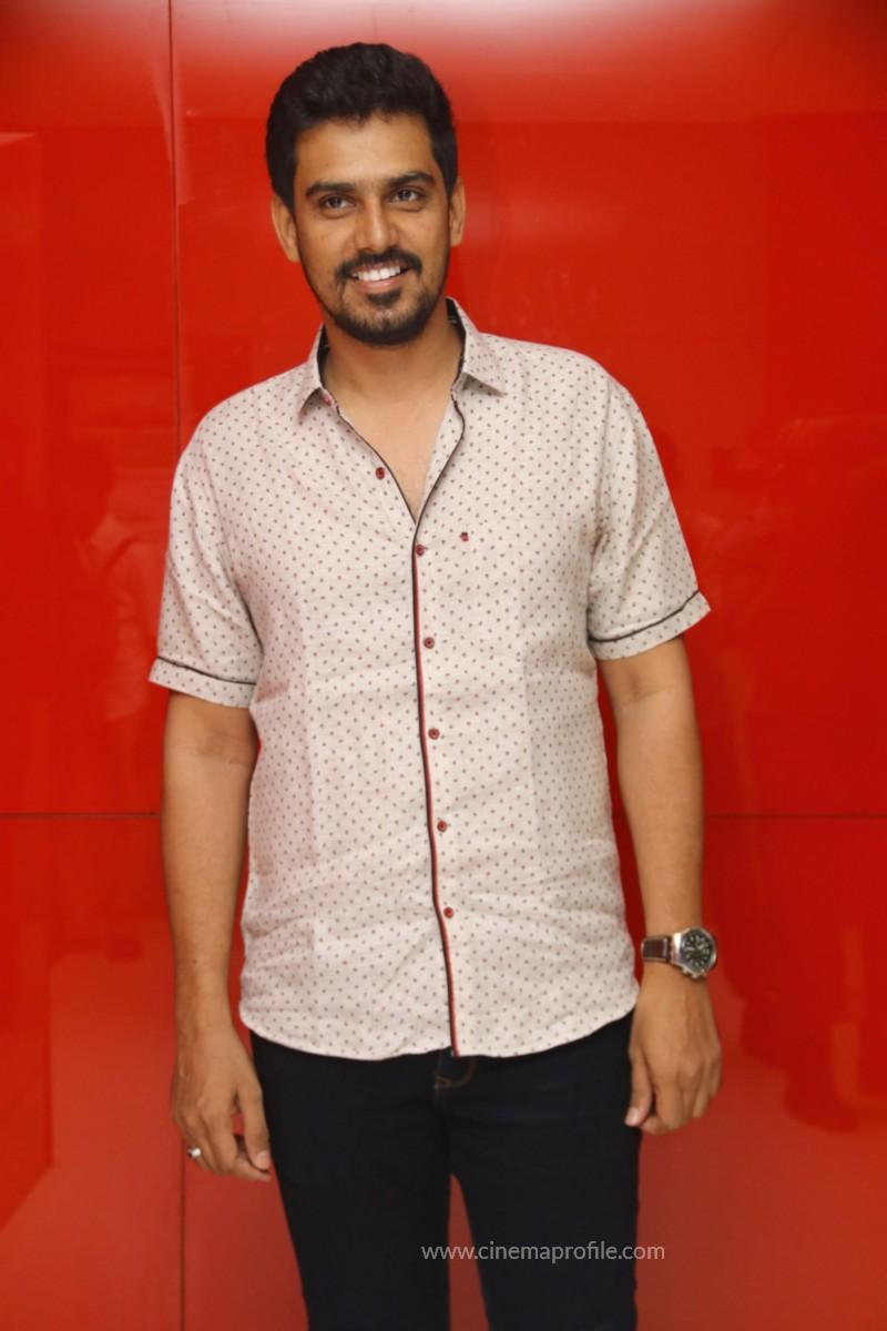 Nenjil Thunivirundhal Movie Audio Launch Photo Stills 13