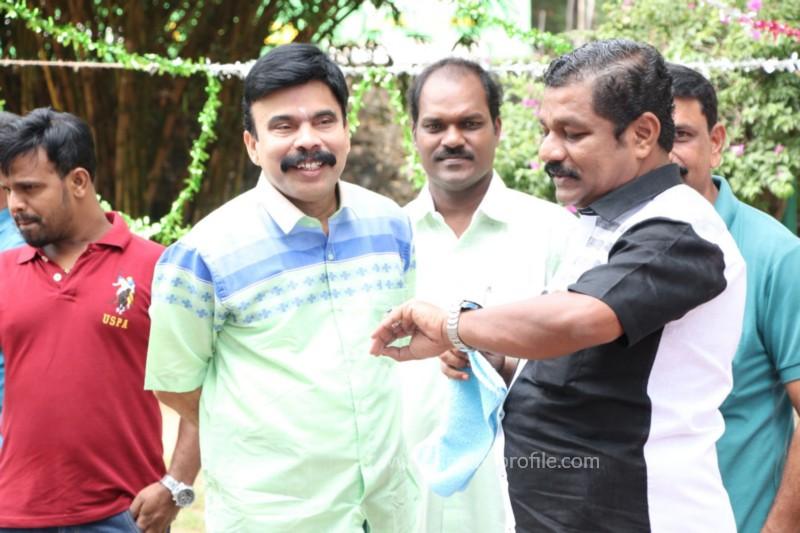 Avathara Vettai Movie Pooja Event Gallery, Stills 31