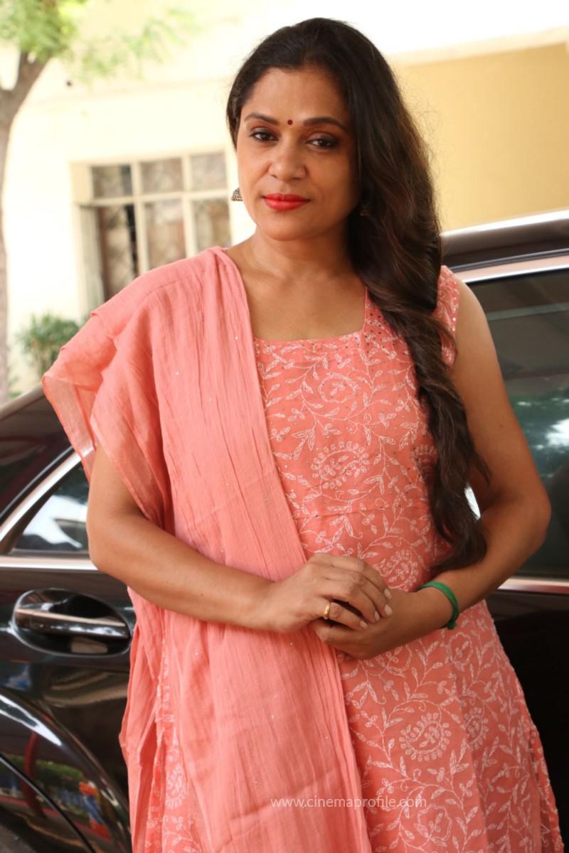 Avathara Vettai Movie Pooja Event Gallery, Stills 32