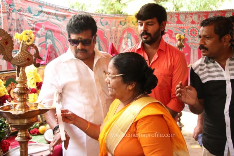 Avathara Vettai Movie Pooja Event Gallery, Stills 26