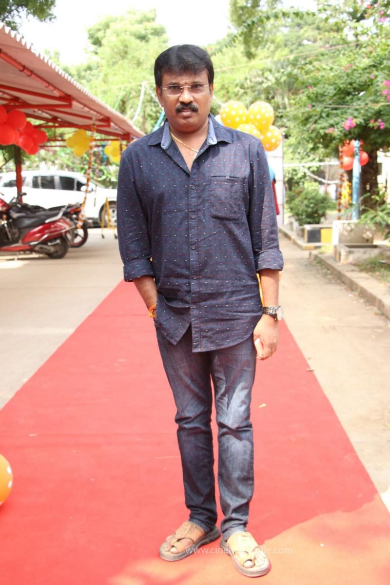 Avathara Vettai Movie Pooja Event Gallery, Stills 35