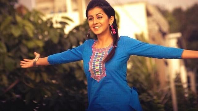 Nikki Galrani walked out of Kavalai Vendam